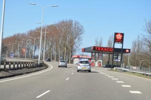 Autosloperij Zaandam haalt sloopauto op langs de rondweg